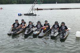 Schülermannschaft Kanu-Polo Booten