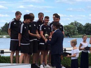 U21 Kanupolo Mannschaft auf dem Siegerpodest